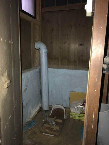 1階部分 トイレは汲み取り式です。