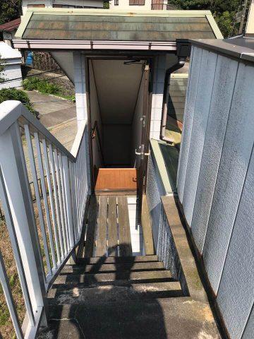 天文台側からみた渡り廊下と階段