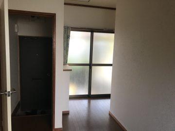 玄関(部屋から)