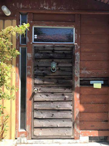 洒落た玄関ドア