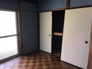玄関横の4畳半の洋室