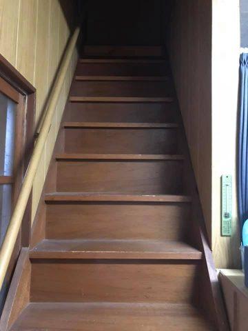 屋根裏部屋への階段