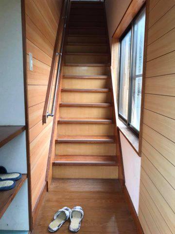 玄関と下駄箱とお部屋への階段