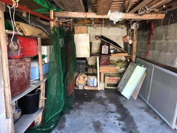 屋根付きの車庫兼倉庫