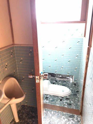 トイレは和式の汲み取り式