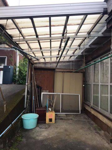 屋根付きの物干しスペース