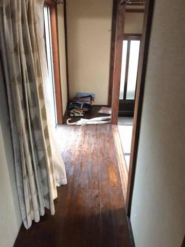 玄関横の廊下