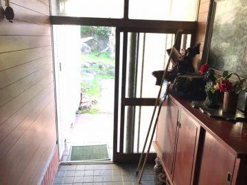 玄関内側と下駄箱
