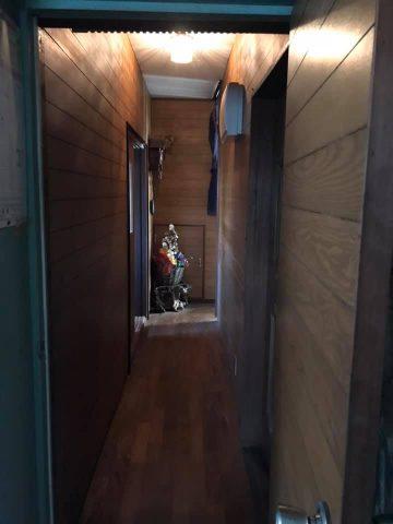 キッチンと玄関を繋ぐ廊下